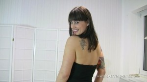 spitting-girls-mercedes-02a-
